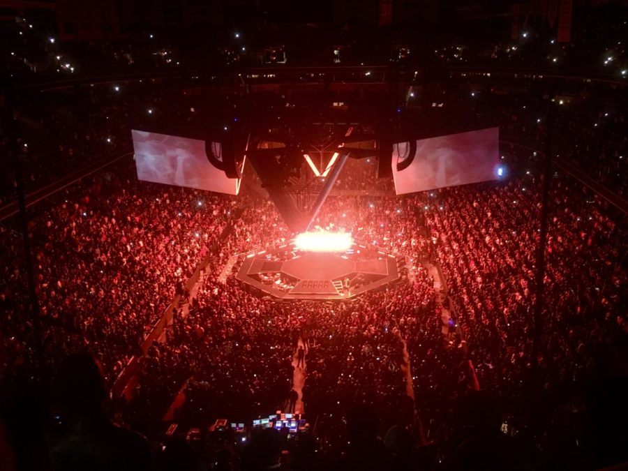 The+lights+pulse+at+Jay-Z%27s+Washington+D.C.+concert+on+November+29th.+The+rapper+played+his+classic+hits+as+well+as+newer%2C+more+personal+tracks.