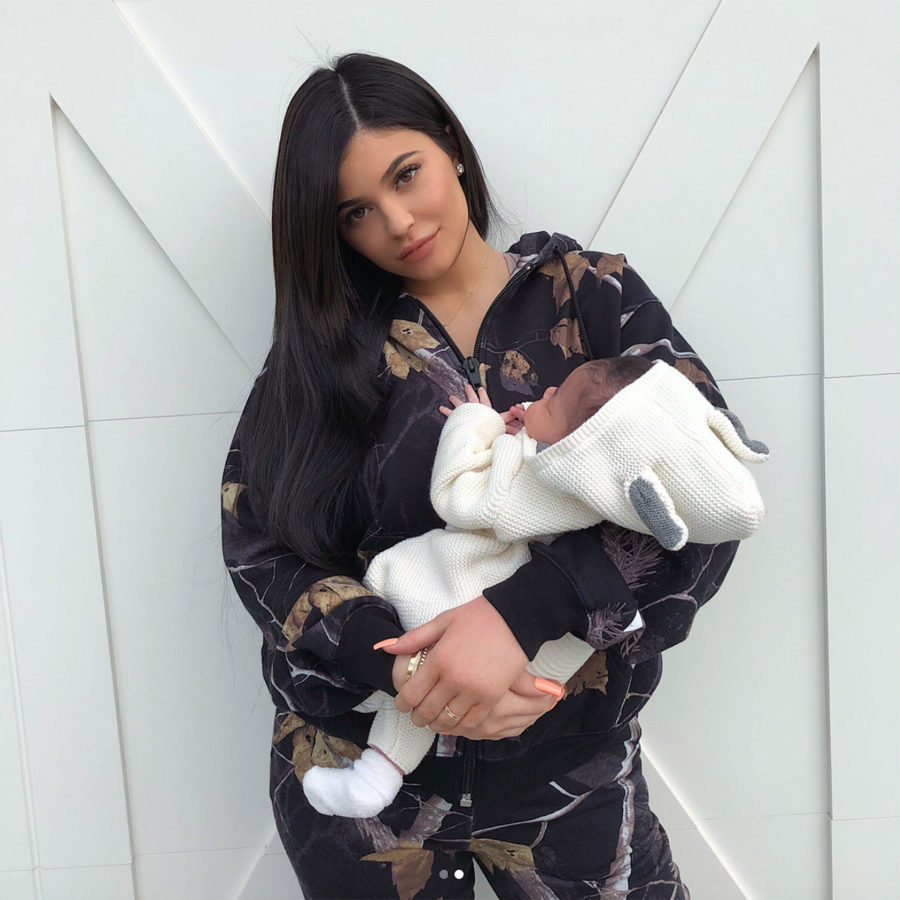 Kylie+with+Stormi+in+her+arms.