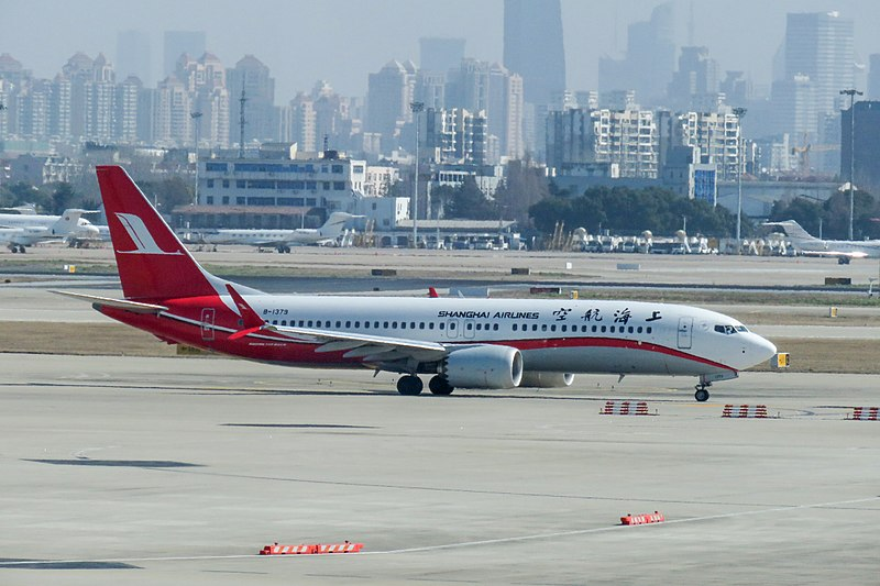 A+Shanghai+Airlines+Boeing+737+MAX+8%2C+the+same+model+as+Ethiopian+Airlines+Flight+302%2C+taxis+down+the+runway+at+Shanghai+Hongqiao+International+Airport.