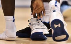 Zion Williamson Goes Down After Shoe Malfunction
