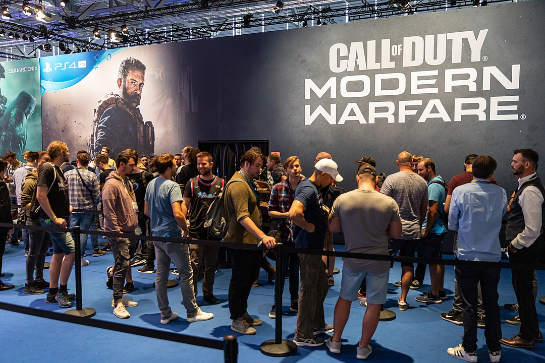 People at Gamescom waiting in line to try the new Call of Duty Modern Warfare