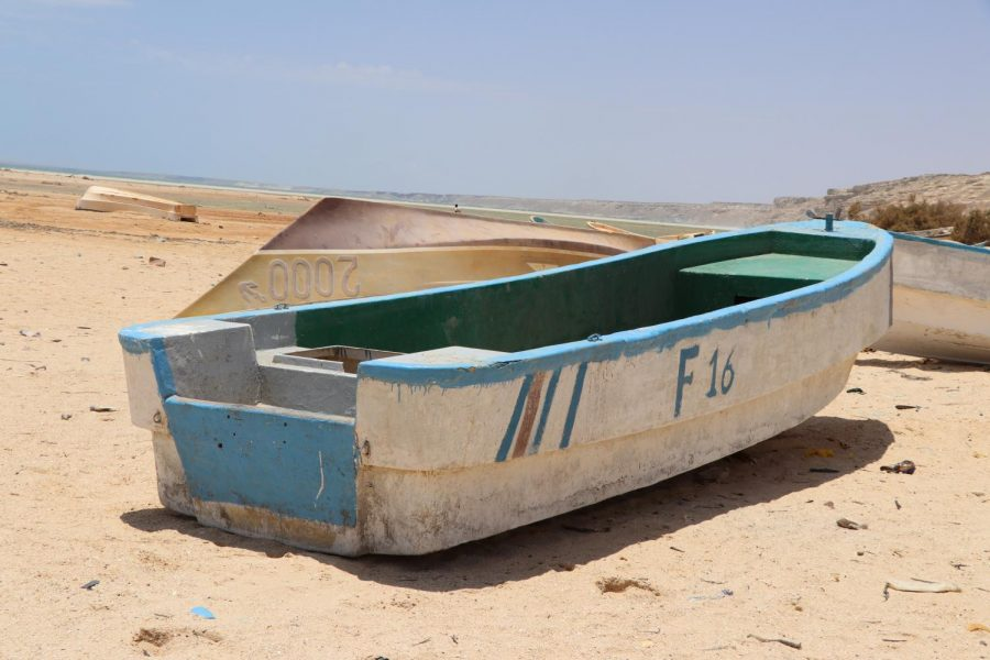 Washed+up+on+the+Somali+shore%2C+this+boat+was+probably+used+for+fishing